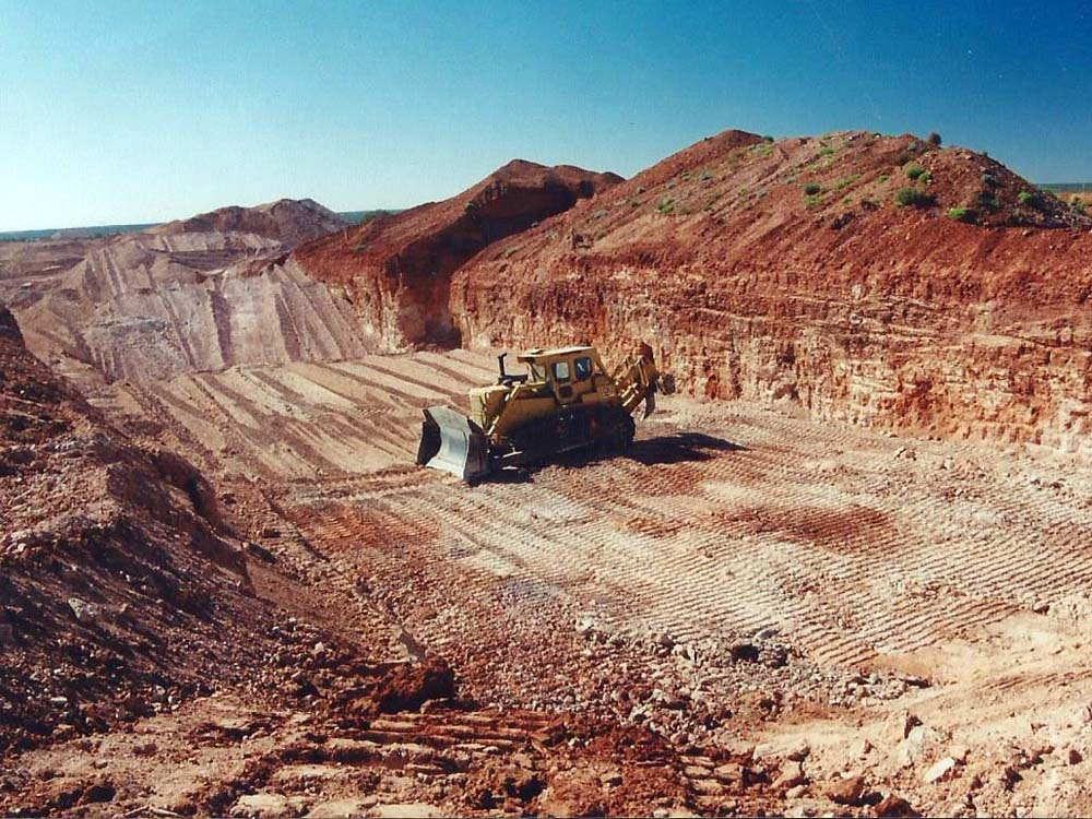 D9 Caterpillar digging down to the opal level at John Dunstan's Lambina opal mine during our 2000 opal buying trip to Australia.