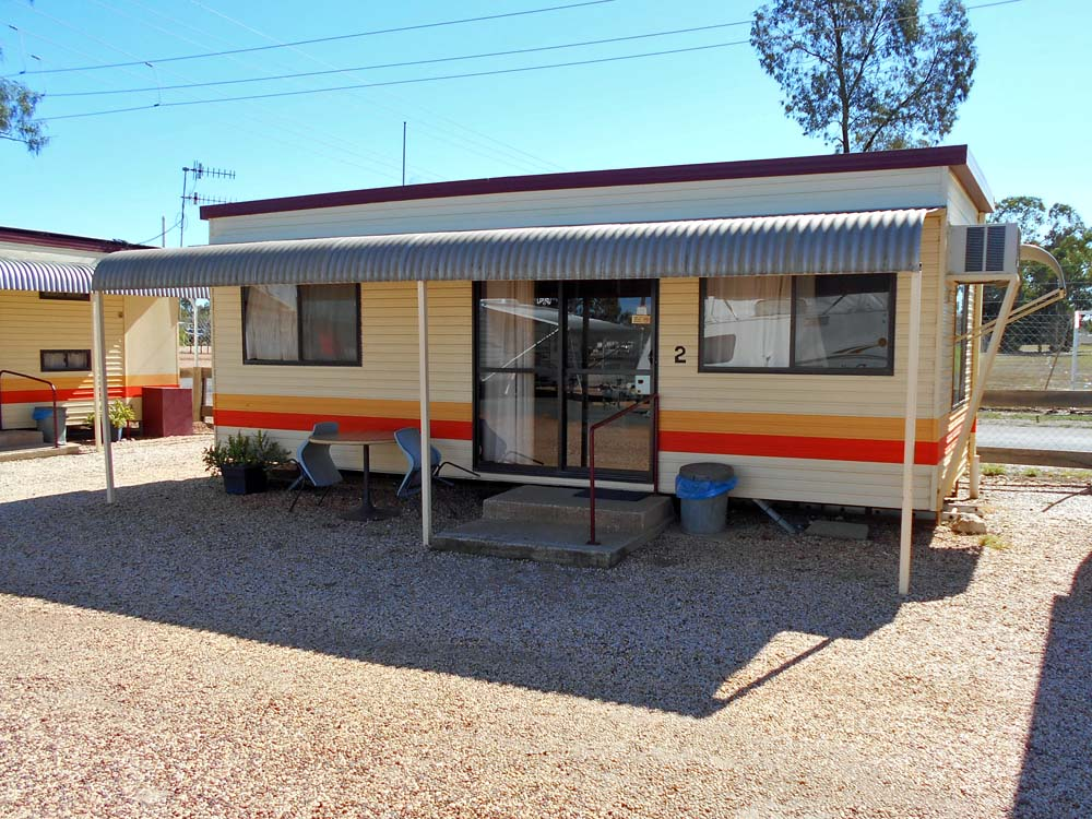 Rented a small cabin with kitchen while Lightning Ridge.  Will have enough time sleeping in the camper while on the road.