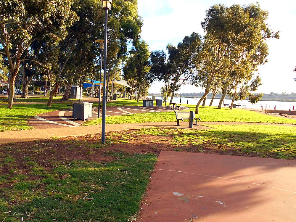 Followed the lovely gum tree lined esplanade water front park along Spencer Gulf: on my way to Woolworth's grocery for a supper selection..
